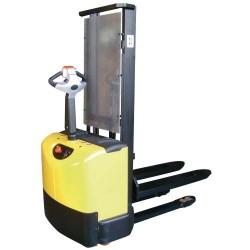 Apilador eleva a 3.415 mm